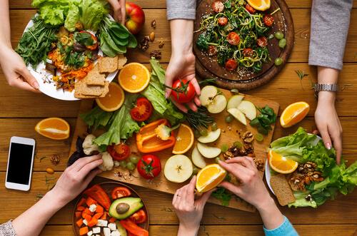 သက်ရှည်ကျန်းမာရန် ဟင်းသီးဟင်းရွက်များ၊ သစ်သီးများ၊ ငါးနှင့် သီးနှံအစေ့မျာကို စားသုံးသင့်
