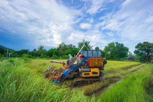 လယ်ယာသုံးစက်ကိရိယာ မောင်းနှင်မှု သင်တန်းဖွင့်လှစ်