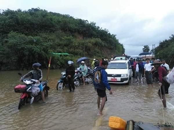 တိုင်းနှင့်ပြည်နယ်အချို့တွင် ရေကြီးမြေပြိုပြီး လမ်းပန်းဆက်သွယ်ရေး ပြတ်တောက်